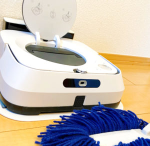 床拭きロボットとモップ